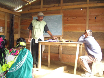 Juan Manuel training health promoters in the autonomous communities in Chiapas